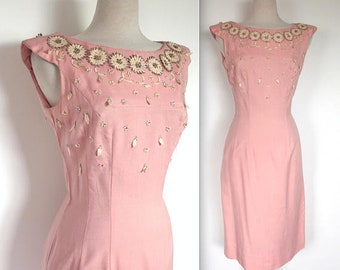 Vintage 1950s Dress // 50s Pink Linen Wiggle Dress with Floral Appliqué and Rhinestone Collar // Pin Up Summer Party Dress