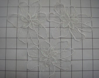 Set of 3 White Emobroidered Flowers Applique Sew on (A-102)