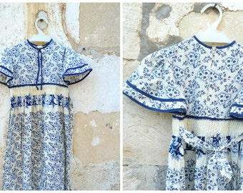 Vintage  1970/70s French  cream and navy blue printed tiny flowers child dress size 6/8 years old