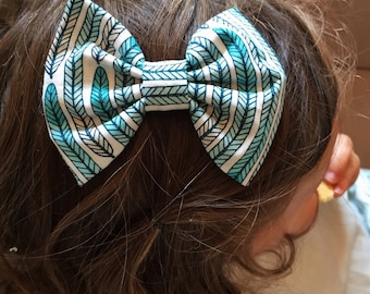 SALE: Feathers baby Bow, feathers bow clip