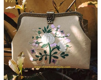 TT18.3010 Hand embroidered clutch