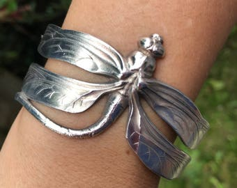 Dragonfly Bracelet With Curved Tail