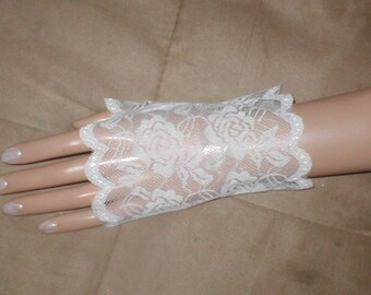 Vintage wrist-length Lace Fingerless Gloves