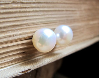 10mm Pearl Earring. Gold Studs with AAA Big FreshWater Pearls. Wedding Pearl Jewelry / Big Pearl Studs. Pearl Jewelry. Large Pearl Post Stud