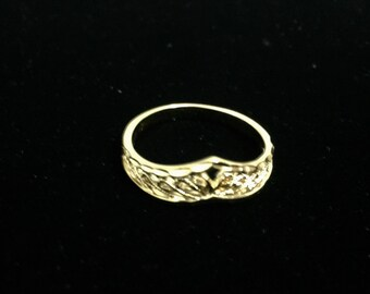 14k Yellow Gold Electroplated Stainless Steel Delicate Curved Intricate Design Ring, US Size 7 (1.5 Grams) Curved Ring