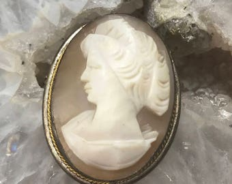 Cameo Vintage Shell Brooch/Pendant