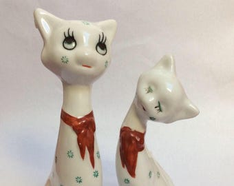 Cat figurine vintage. Pair of cat figurines. Retro. Kitsch.