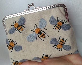 Linen purse Embroidered purse Bee purse Hand embroidery purse Bee embroidery Linen coin purse Metal frame purse Birthday gift Mom from son