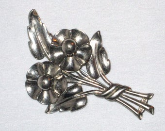 Vintage 1940's -1950's - Silver Tone Flower Pin