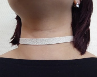 "Pretty pale cream coloured faux leather choker necklace - 12-15"" leatherette collar style"