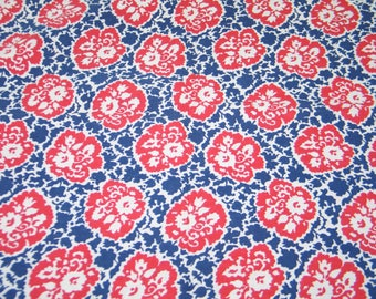 "Vintage Novelty FEEDSACK Flour Sack Cotton Fabric -1940s 1950s Red/White/Blue Flowers 30 x 28"" Quilt Sewing Doll Clothes"