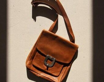 VTG Brown Leather handbag / / 70s bag / / Vintage bag / / VTG Leather Shoulder Bag / / Handbag