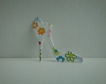 Cut out heel paper flowers for scrapbooking and card