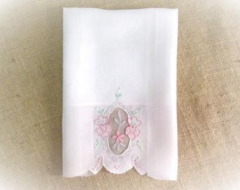 Madeira Guest Towel Hand Embroidered Antique Linens White Pink Pastel Portugal Organdy Shadow Work Cottage Bath Decor Vintage Linens