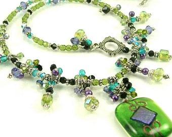 GRANDES DÉMARQUES - anis et violet «Reine en Cascade» - fusion du verre dichroïque entièrement perlé déclaration collier-OOAK