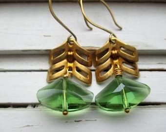 Boucles d'oreilles Triangle cristal vert, boucles d'oreilles de demoiselle d'honneur, accessoires de mariée, boucles d'oreilles de mariage