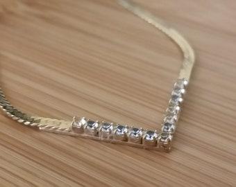 1970 - 12k Gold Avon V-shaped Necklace - Rhinestone - Minimalism - Women's Accessory