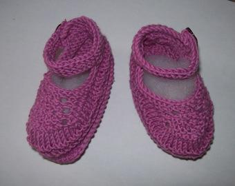 baby booties baby sandal collar shape. cyclamen