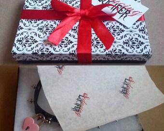 Holiday gift wrap option