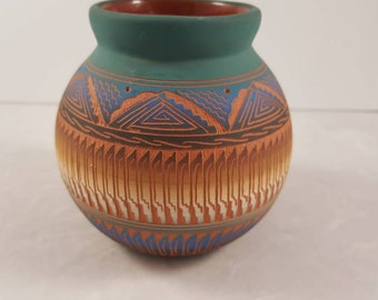 Em Dine' Navajo etched clay pottery