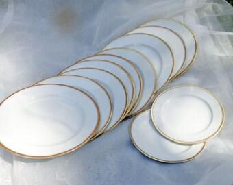 10 Gilt-Rimmed Porzellan Dessertteller, und zwei kleinere Platten-W. H. Grindley und Co.