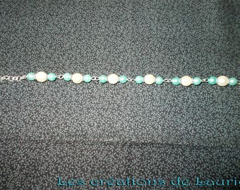 Pale green and off white glass beads bracelet