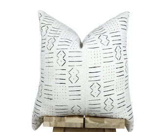 Mudcloth Pillow Cover, African Mud Cloth, African Pillow | Cream and Black | 'Emme'