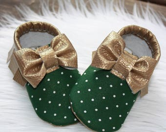 Holiday baby shoes// Baby moccasins// Toddler moccasins// Vegan, faux-leather moccasins// Soft soled baby shoes