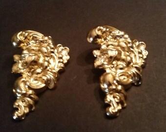Vintage Gold Flower Lightweight Earrings Costume Jewelry