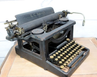 """Antique LC Smith & Bros No 3 Typewriter with 12"""" Cartridge Steampunk cica 1920"""