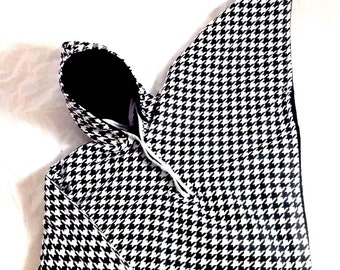 Car Seat Poncho 4 Kozy Kids (TM)-pockets, double sided, reversible, opt to add detachable hood & batting, safe, warm-black white houndstooth