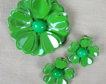 Vintage 1960s Green Flower Brooch Pin and Earrings 60s Tin Enamel Pin and Clip Earrings