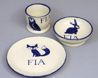 Personnalisé plat ensemble de l'enfant: animaux de la forêt assiette, bol et tasse avec prénom personnalisé