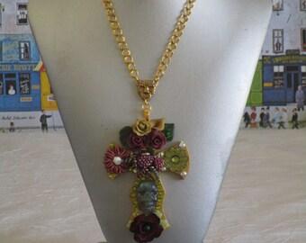 """Collier pendentif """"série de croix fleuries 26"""""""