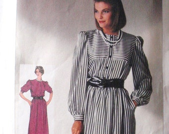 SALE - Easy To Sew Misses/Misses Petite Pullover Dress Sewing Pattern - Simplicity 7276 - Sizes 10 - 12, Bust 32 1/2 - 34