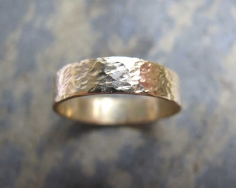 Men's hammered gold band ring - Men's hammered textured gold wedding band ring