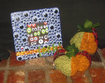 "Hand Painted Wooden HALLOWEEN Wiggly Eyes Picture Frame w/ Glitter Letters - ""EEK!"" - SPOOKY!"