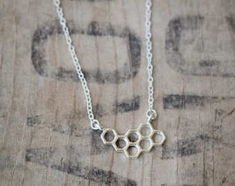 Bee Hive Pendant Necklace - silver plated 14.4 x 12.7 mm (3014)