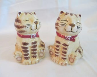 Vintage GKA Cat  Salt and pepper shakers  with plastic stoppers used