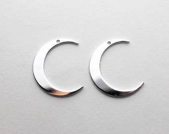 P0677/Anti-Tarnished Rhodium Plating Over Brass/Large Crescent Pendant/20x25mm/2pcs