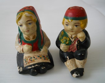 Miniature Dutch Boy and Dutch Girl Salt and Pepper Shakers - Vintage, Collectible, People, Dutch