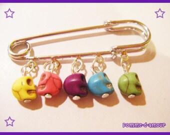 Multicolor skull brooch