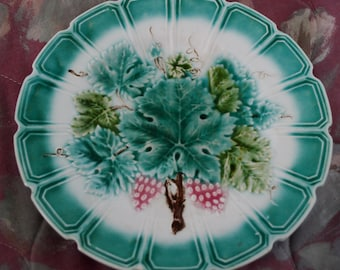 Sarreguemines French Majolica Grapes and leaves  Scalloped Edge Decorative Plate 1800s