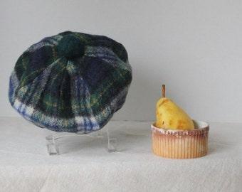 Vintage Meigle 60s wool beret / Scottish tam / tartan plaid / hat blue green white warm