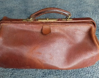 Vintage Leather Gladstone/ Doctor's Bag
