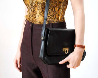 Vintage bag with flap and strap/Pierre BALMAIN black leather