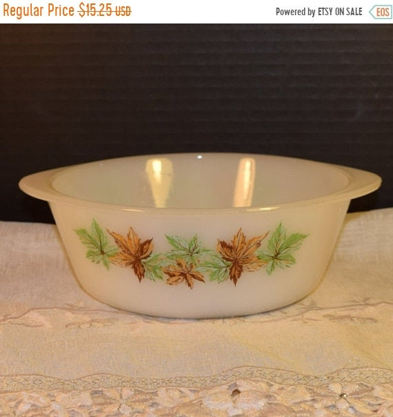Delayed Shipping Glasbake J 512 Casserole Dish Vintage Autumn Fall Bakeware Made in USA White Milk Glass Serving Bowl Fall Leaves Holiday Ba