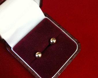 14 K Yellow Gold Stud  Earrings. 0.3 gm.