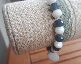 Bracelet gray and white pearls with tube