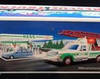 HESS 1994 Toy Fire Rescue  Truck Lights, Siren, Horn  New,in the original box